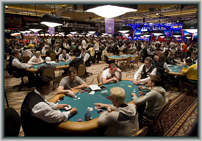 Experience playing with the best poker players at WSOP